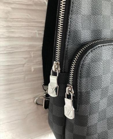 Продам сумку AVENUE SLING BAG LV - 1