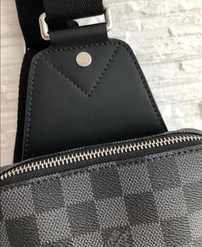 Продам сумку AVENUE SLING BAG LV - 3
