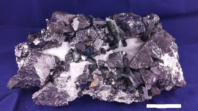 Magnetite, phlogopite - 1