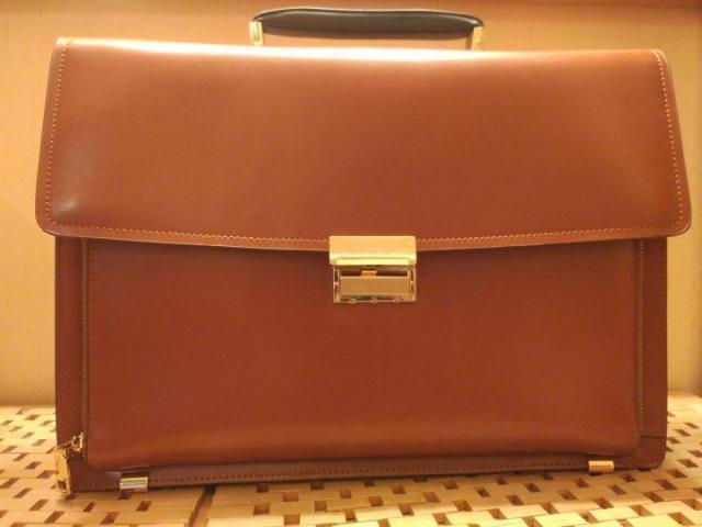 Продам шикарный кожаный портфель фирмы Autograph - 1