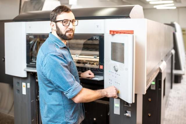Обслуживание печатных машин и упаковка продукции на печатной фабрике - 1
