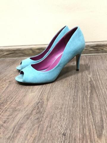 Голубые замшевые туфли лодочки с открытым мысом - 1