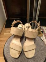 Продам туфли бежевые Bata - Изображение 1