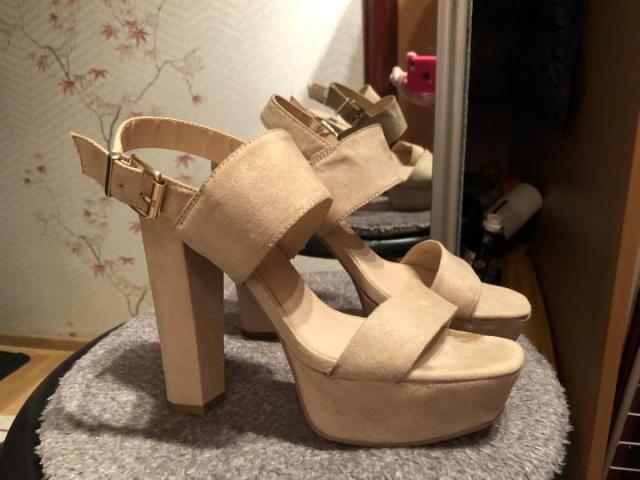 Продам туфли бежевые Bata - 2