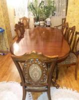 Продам деревянный стол и стулья