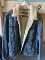 Продам куртку /Джинсовка Levi's