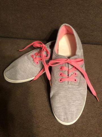 Продам кеды серые с розовой шнуровкой - 1