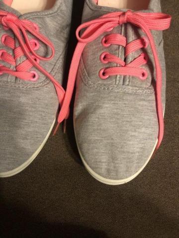 Продам кеды серые с розовой шнуровкой - 2