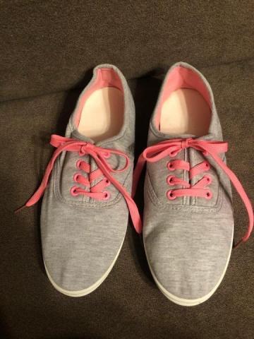 Продам кеды серые с розовой шнуровкой - 3