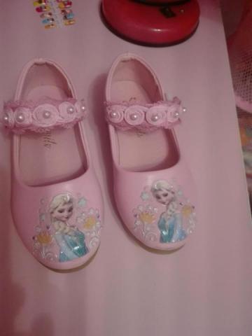 Продам новые туфельки с Эльзой - 1