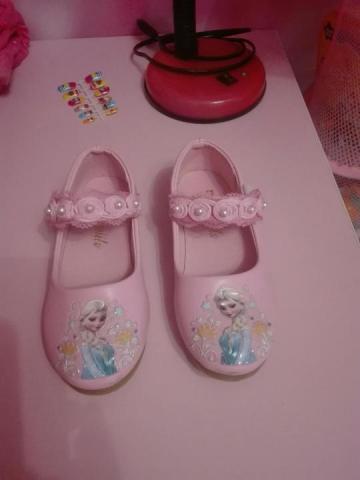 Продам новые туфельки с Эльзой - 2