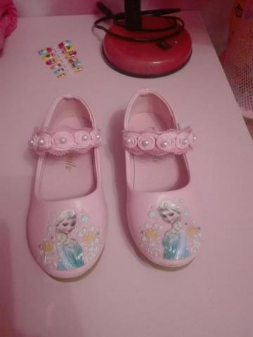 Продам новые туфельки с Эльзой - 3