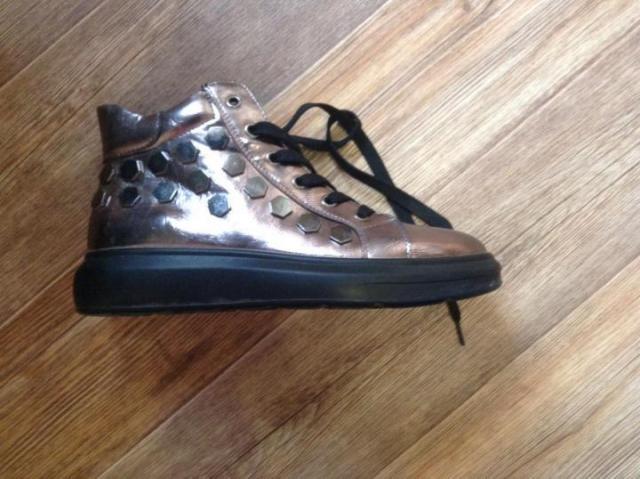 Продам женские ботинки весна-осень - 1