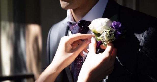 Продам мужской свадебный костюм + подарок - 1