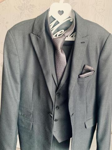 Продам мужской свадебный костюм + подарок - 2