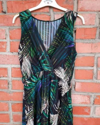 Продам новое платье с красивым тропическим принтом - 1