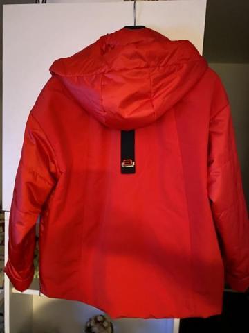 Продам абсолютно новую стильную очень красивую куртку - 2