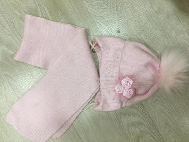 Продаётся зимняя шапка с шарфом - 1