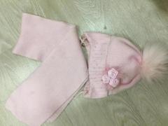 Продаётся зимняя шапка с шарфом - Изображение 1