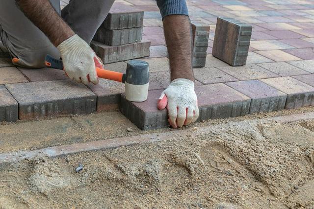 Требуются рабочие на укладку тротуарной плитки - 1