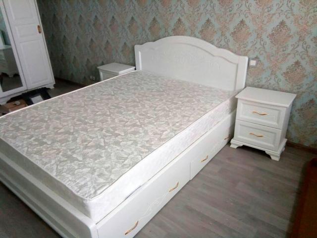 Отдам кровать и 2 тумбы бесплатно - 1