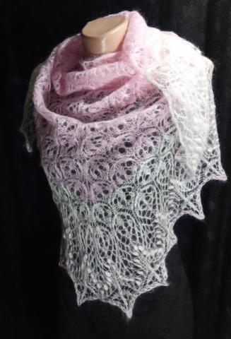Ажурная тёплая вязанная спицами шаль - 1