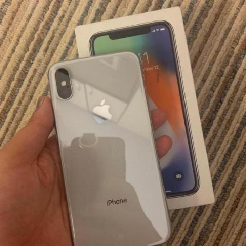 Продам  телефон IPhone Х - 1