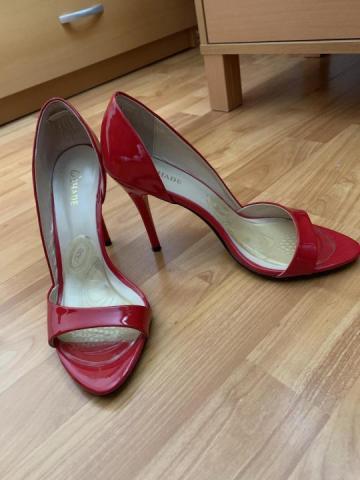 Продаю  красные босоножки в Чехии - 2