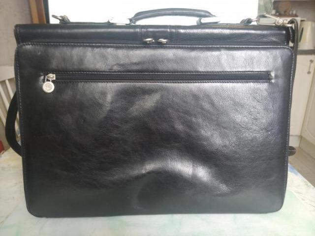 Продам портфель в Румынии - 1