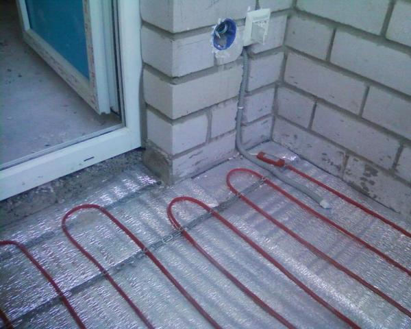 Окажу услуги  по укладке теплого пола, электромонтажные   работы   любой сложности в Исландии - 3