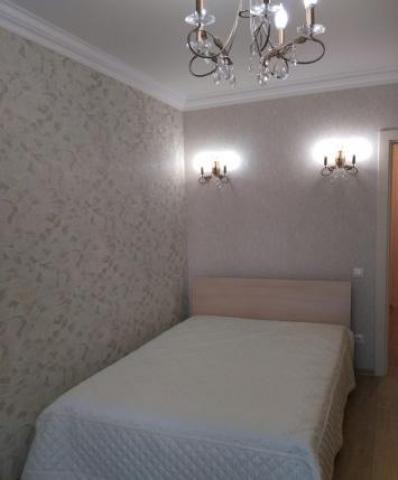 Сдаю бесплатно одной иногородней девушке отдельную комнату в двухкомнатной квартире в Москве. - 2