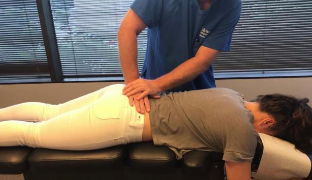 Ищу работу мануального терапевта, печение больной спины, лечение больного позвоночника - 1