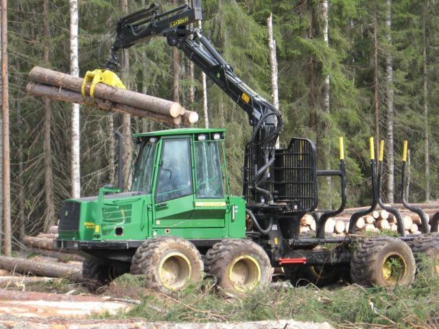Требуется тракторист, оператор форвардера в Литве - 1