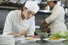 Ищем помощников повара в Болгарии