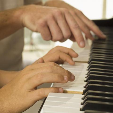 Ищу работу учитель по фортепиано во Франции - 1