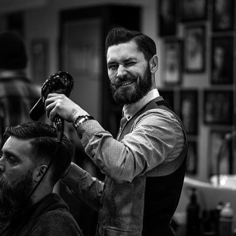 Требуется парикмахер - универсал в Чехии - 1