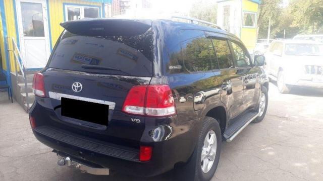 Продам Toyota Land Cruiser 200 J200, внедорожник 5 дверей - 1