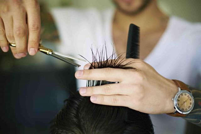 требуется  парикмахер - 1