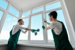 Требуются в компанию рабочие  по чистке окон