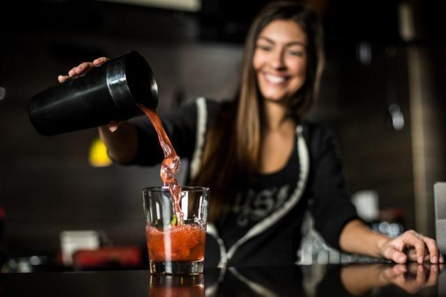 Предлагаю работу по супер вакансии бармен - 1