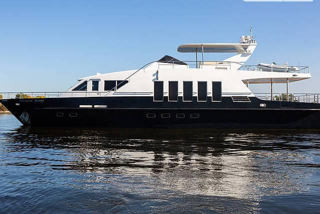 яхта моторная - 2