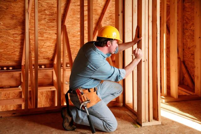 Фирме требуются  плотник и монтажник - 1