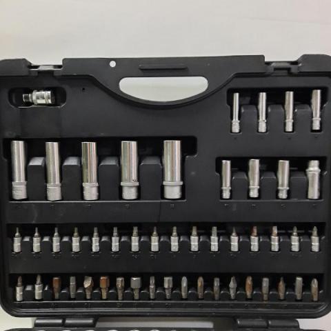 Продам набор автомобильных инструментов FORCE 41082-5 - 1