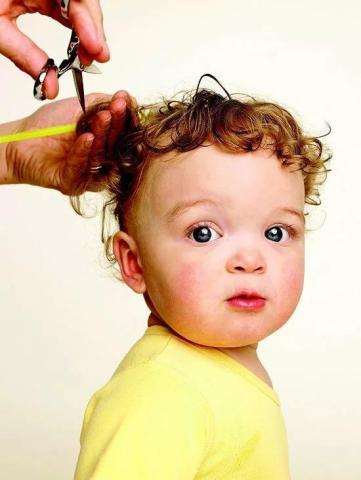 Требуется парикмахер мужчина или женщина в Праге Чехия - 1
