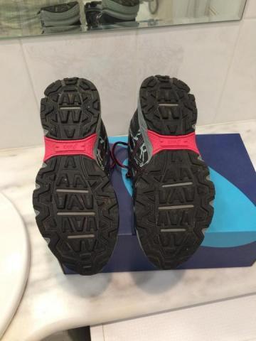 Продам женские кроссовки - 2
