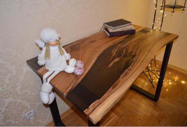 Table with epoxy/Стол с эпоксидной смолой - 1