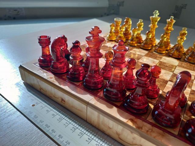 Шахматы из янтаря - 1