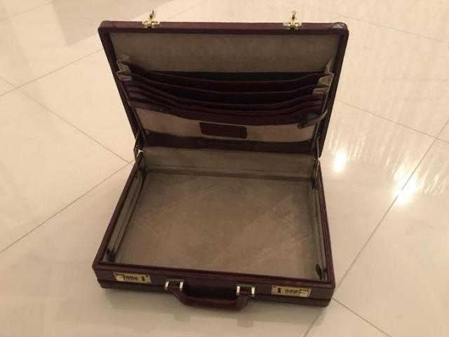 Продам дипломат кожаный цвет бордо - 4